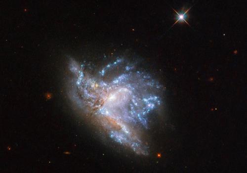 Cặp thiên hà NGC 6052. Ảnh: Space.