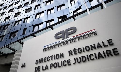 Bên ngoài trụ sử của lực lượng cảnh sát Paris. Ảnh: AFP.