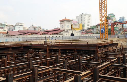 Ga ngầm trung tâm Bến Thành đang được khẩn trương xây dựng. Ảnh: Hữu Công