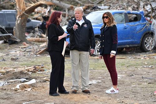 Tổng thống Trump và phu nhân Melania trong chuyến thăm bang Alabama hôm 8/3. Ảnh: AFP