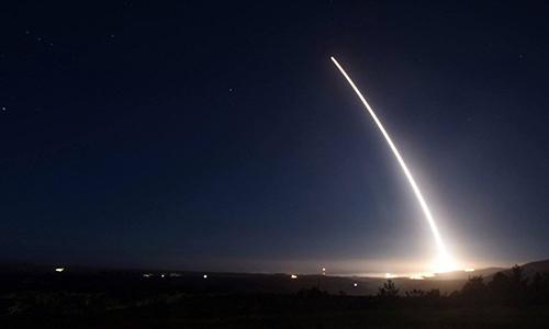 Mỹ phóng thử tên lửa đạn đạo liên lục địa LGM-30G Minuteman III tại căn cứ không quân Vandenberg, bang California tháng 2/2016. Ảnh: Reuters.