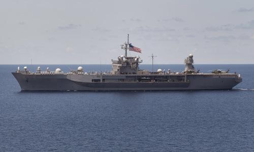 USS Blue Ridge di chuyển trên Biển Đông hồi năm 2012. Ảnh: US Navy.