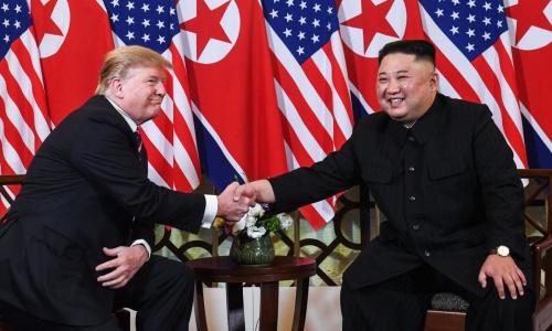 Tổng thống Mỹ Trump và lãnh đạo Triều Tiên Kim Jong-un trong cuộc gặp tại Hà Nội cuối tháng 2/2019. Ảnh: The Australian.