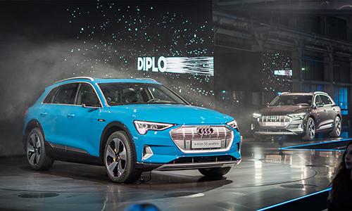 Audi e-tron 55 quattro giá 160.000 USD tại Thái Lan.