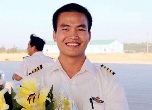Phi công Nguyễn Văn Thuận. Ảnh: Báo Hải quân