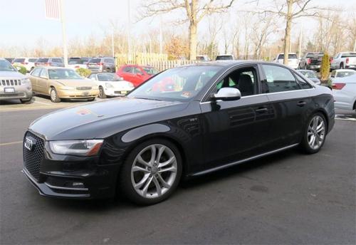 Chiếc Audi S4 đời 2013 có giá hơn 20.000 USD tại đại lý ở New Jersey. Ảnh: Tom River Volkswagen