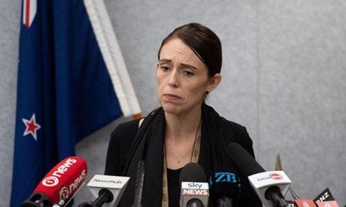 Thủ tướng New Zealand Jacinda Ardern trả lời báo chí về vụ xả súng ở thành phố Christchurch hôm 16/3. Ảnh: Reuters.