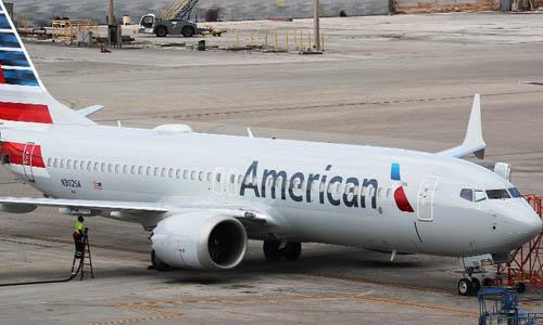 Một máy bay Boeing 737 MAX 8 của hãng hàng không American Airlines tại sân bay Miami, bang Florida, Mỹ hôm 14/3. Ảnh: AFP.