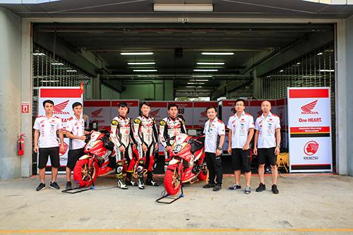 Đội đua Honda Racing Việt Nam tại chặng thi đấu thứ nhất, giải đua Asia Road Racing Championship 2019.
