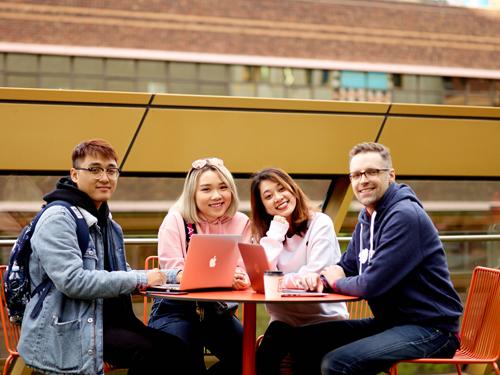 Ngoài theo học tại RMIT Việt Nam, SV của trường có nhiều cơ hội đi trao đổi học tập tại Úc và các đối tác trên khắp thế giới