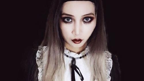 Một cô gái hưởng ứng phong cách thời trang gothic với chú thích: Xin lỗi người dân Quảng Châu, thỉnh thoảng tôi vẫn đi ra ngoài với ngoại hình như thế này.