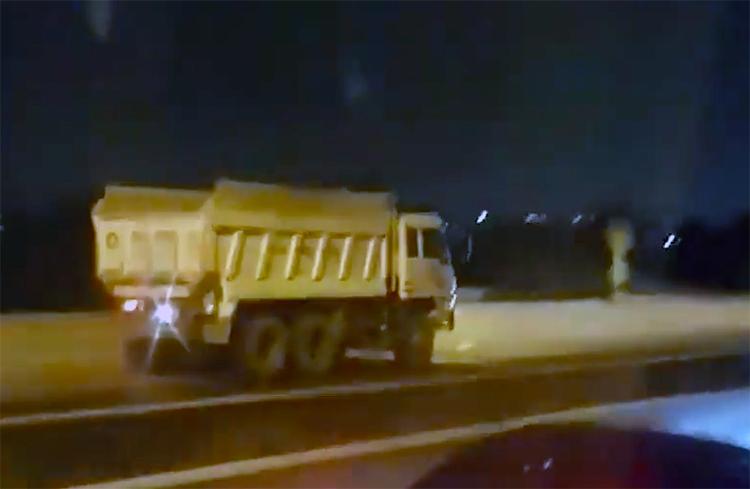 Xe tải chạy ngược chiều trên cao tốc TP HCM – Long Thành