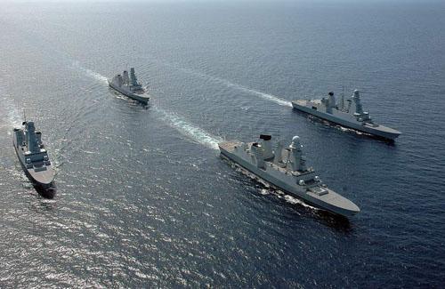 Các khu trục hạm Pháp đi quavùng biển của thành phố cảng La Spezia, Italy tháng 5/2009. Ảnh: Pinterest.