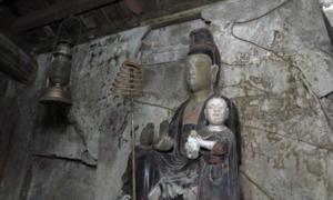 Chùa cổ 300 tuổi bị dột nước, nứt vỡ tượng ở Hà Nội