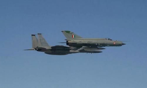 Tiêm kích MiG-21 Ấn Độ bay cạnh F-15C Mỹ tại Cope India 04. Ảnh: IAF.
