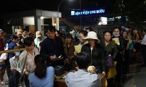 Bệnh viện ở Sài Gòn khám từ rạng sáng để giảm tải