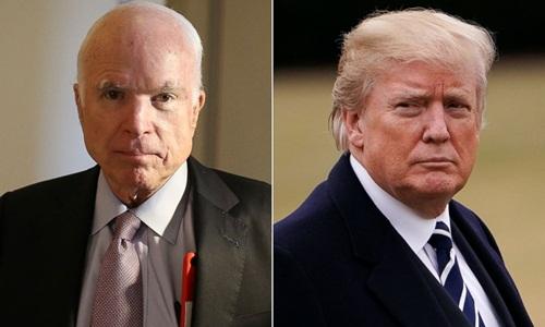 Cố thượng nghị sĩ John McCain (trái) và Tổng thống Mỹ Donald Trump. Ảnh: ABC News.