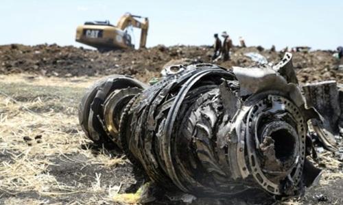 Mảnh vỡ máy bay Ethiopian Airlines tại hiện trường vụ tai nạn. Ảnh: Reuters.