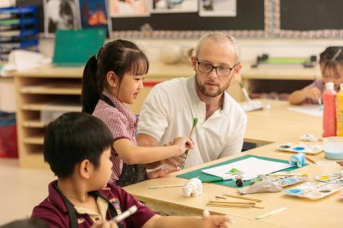 Học sinh BVIS TP HCM vận dụng linh hoạt đồng thời kiến thức từ các môn Khoa học, Công nghệ, Kỹ thuật, Toán và Mỹ thuật trong các tiết học STEAM.