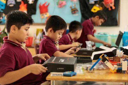 Trẻ rèn luyện kỹ năng qua khóa học hè STEAM - VnExpress