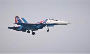 Phi đội tiêm kích Su-30SM Nga đáp xuống sân bay Nội Bài