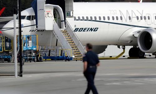 Một máy bay Boeing 737 MAX tại sân bay. Ảnh: CBC.