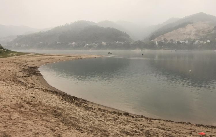 Đoạn sông Đà nơi tám học sinh Hòa Bình gặp nạn. Ảnh: Gia Chính