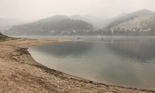 Nam sinh thoát chết ở Hòa Bình: 'Tám bạn bị nước lôi đi dù rất gần bờ'