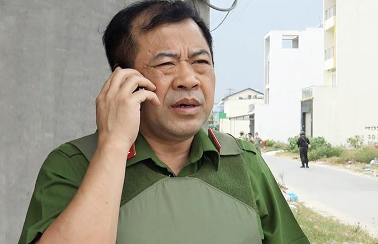 Thiếu tướng Phạm Văn Các chỉ đạo tại hiện trường bắt 300 kg ma tuý đá. Ảnh: Pháp luật TP HCM.