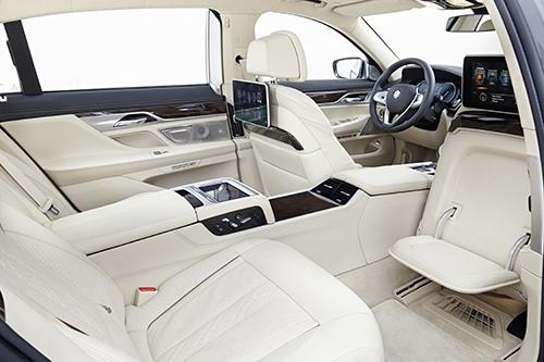 Khoang nội thất thượng hạng trên BMW 750Li.
