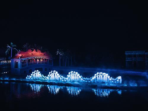 Show diễn tái hiện trên sân khấu quy mô 25.000m2.