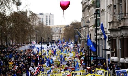 Đám đông biểu tình tại thủ đô London ngày 23/3 đòi Anh ở lại EU. Ảnh: Reuters.