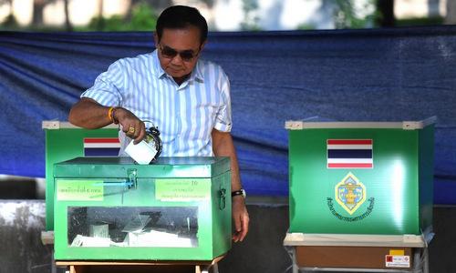 Thủ tướng Prayut Chan-o-cha bỏ phiếu sáng 24/3. Ảnh: AFP.