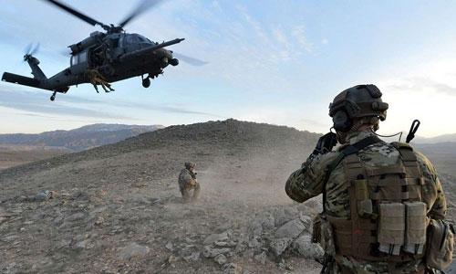 Đặc nhiệm không quân Mỹ luyện tập phương án giải cứu phi công bị bắn rơi. Ảnh: USAF.