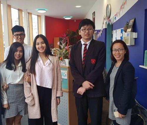 TEC đến thăm các trường trung học và học sinh tại Anh quốc hàng năm.