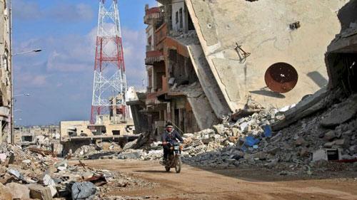 Thành phố Daraa ở miền bắc Syria bị tàn phá nặng nề sau khi được giải phóng khỏi tay IS. Ảnh: AFP.
