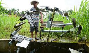 Bánh xe nước tưới vườn không cần điện của nông dân Quảng Ngãi