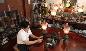 Bộ sưu tập 300 cây đèn dầu của người đàn ông ở Nha Trang