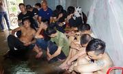 Cảnh sát đột kích sới bạc bắt 42 người, thu gần 400 triệu đồng