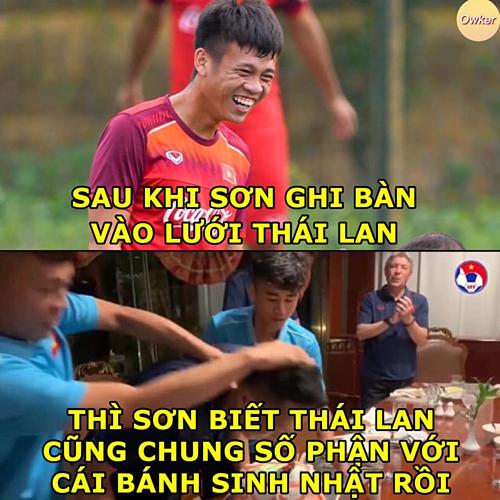 Thanh Sơn nâng tỷ số lên4 -0 đưaU23 Việt Namthiết lập kỷ lục thắng đậm nhất trong lịch sử đối đầu bóng đá Thái Lan ở cấp độ đội tuyển.