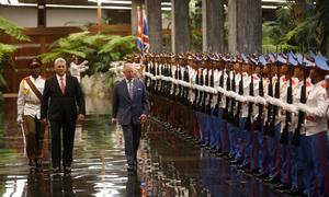 Thái tử Anh gặp Chủ tịch Cuba giữa lúc Mỹ cô lập Havana
