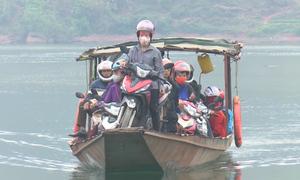 Thuyền chở khách không phép trên lòng hồ thủy điện Sơn La