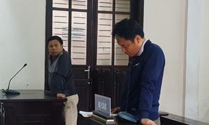 Bác sĩ lĩnh 6 tháng tù vì túm cổ áo, tát rơi kính cán bộ tòa án