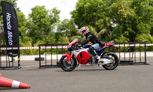 Siêu môtô RCV213-S tại buổi lái thử.