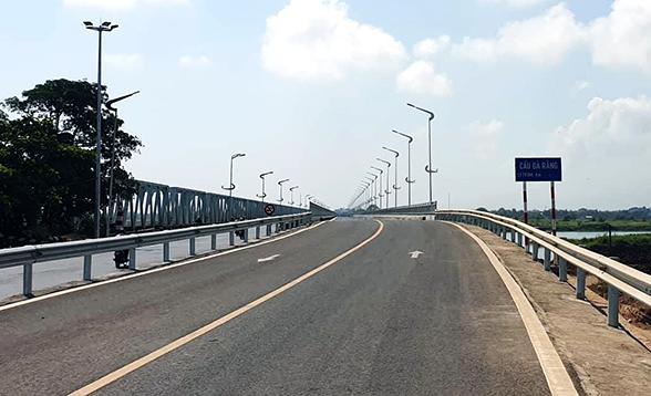 Cầu Đà Rằng bắc qua sông Ba ở Phú Yên đã hoàn thành, dự kiến đưa vào hoạt động cuối tháng 3. Ảnh: An Phước