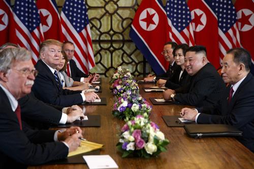Mỹ và Triều Tiên tại bàn đàm phán ở hội nghị thượng đỉnh lần hai diễn ra ở Hà Nội ngày 27-28/2. Ảnh: AP.