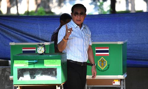 Thủ tướng Thái Lan Prayut Chan-o-cha tại điểm bỏ phiếu ở Bangkok hôm 24/3. Ảnh: AFP.