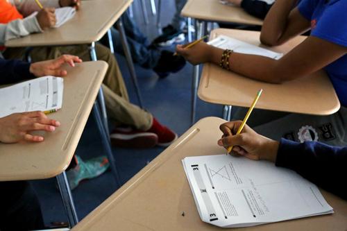Học sinh trong một lớp luyện thi kỳ thi chuẩn hóa để vào đại học ở Mỹ. Ảnh: NYT.