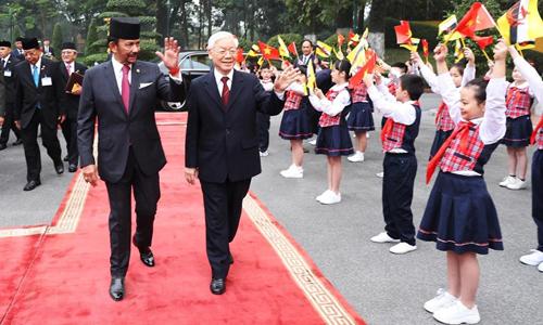 Tổng bí thư, Chủ tịch nước Việt Nam Nguyễn Phú Trọng chủ trì lễ đón Quốc vương Brunei thăm Việt Nam hôm nay. Ảnh: TTXVN.