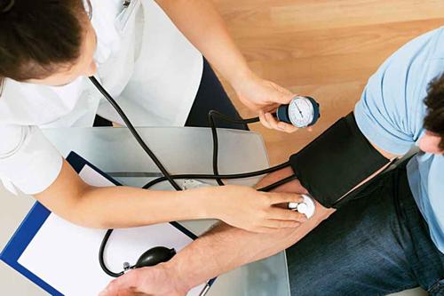 Bệnh nhân tiểu đường có thể gặp nhiều biến chứng nguy hiểm. Ảnh: Gulf News.
